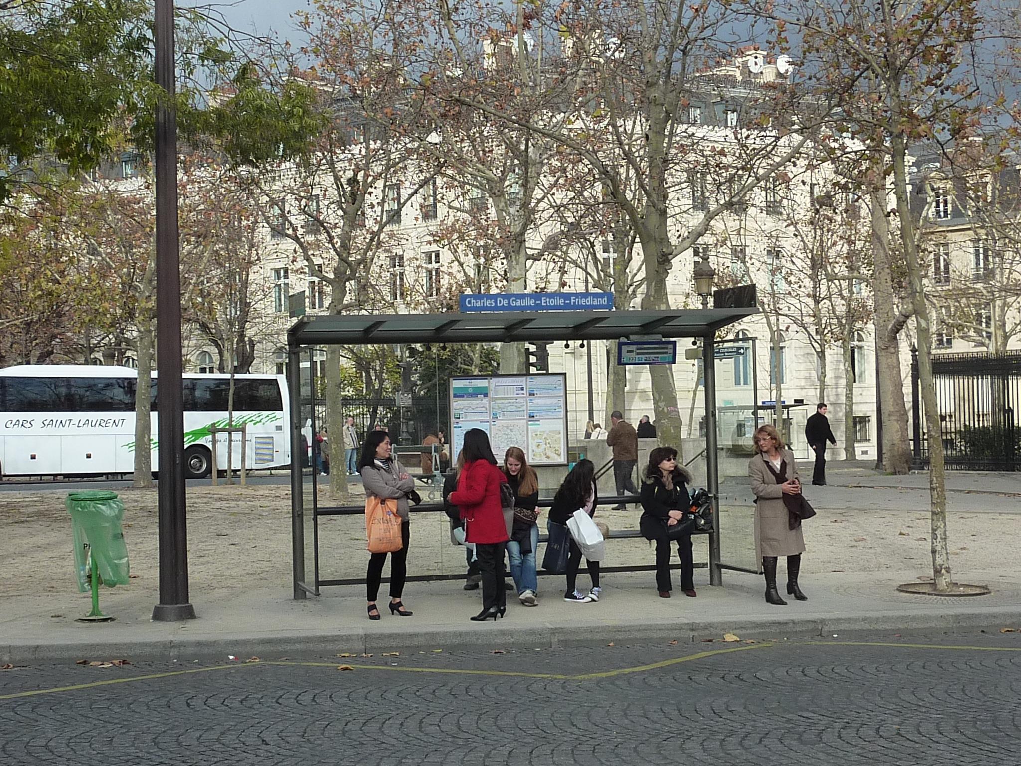 Francie, Paříž, náměstí Charlese de Gaula, 27.11.2011